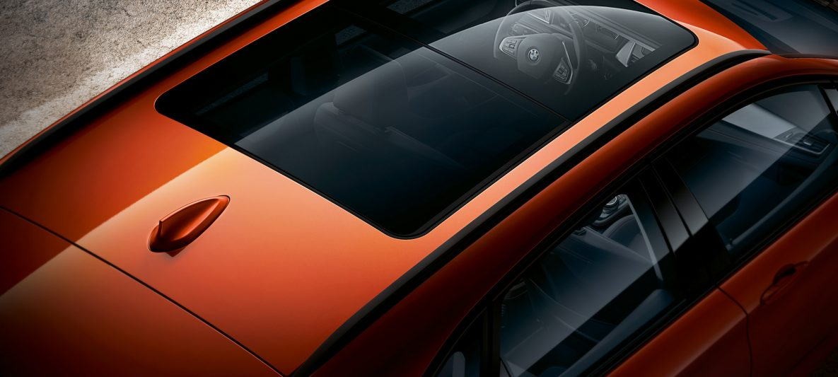 Panorama-Glasdach BMW 2er Active Tourer F45 Facelift 2018 Sunset Orange metallic Vogelperspektive