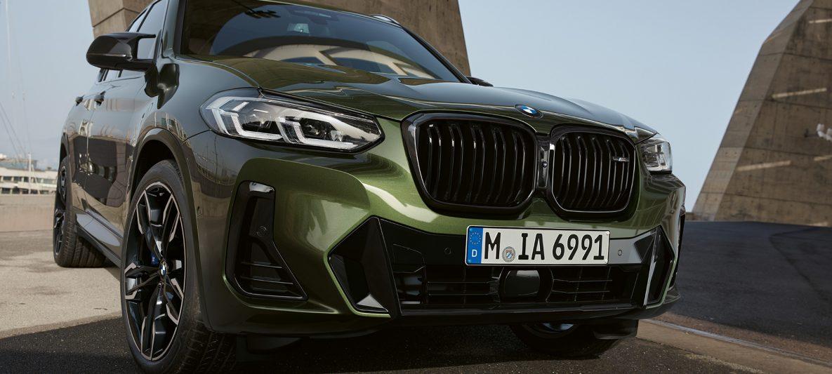 BMW X3 M40i G01 LCI Facelift 2021 Malachitgrün metallic Frontansicht stehend