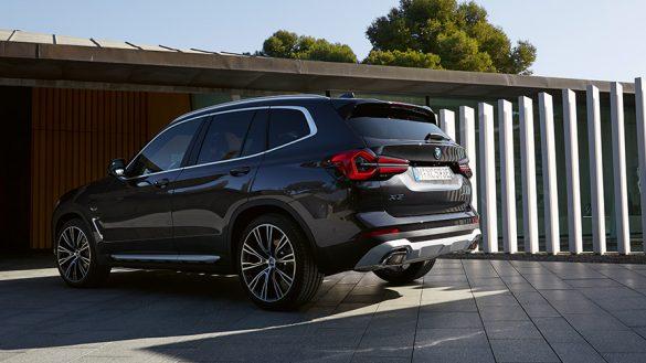 BMW X3 G01 Financial Services Sophistograu Dreiviertel Heckansicht stehend 2021