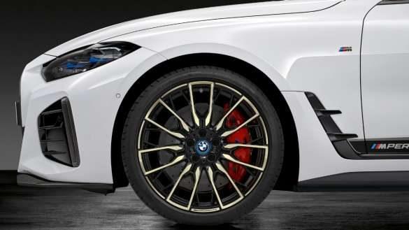 """20"""" M Performance Leichtmetallrad Doppelspeiche 868 M Bicolor (Night Gold glanzgefräst) Sommer-Komplettradsatz BMW i4 M50 G26 2021"""