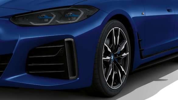 M Aerodynamikpaket BMW i4 M50 G26 2021 BMW Individual Frozen Portimao Blau metallic Air Curtain Nahaufnahme