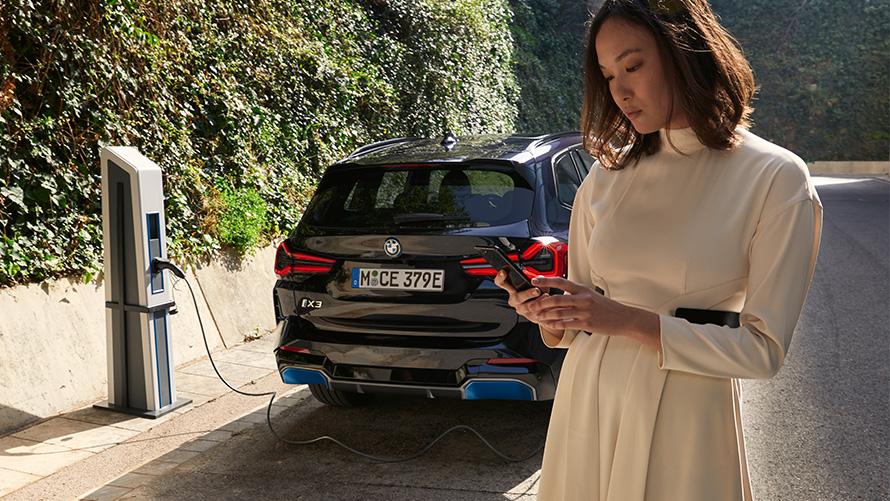 Heckansicht BMW iX3 G08 M Carbonschwarz